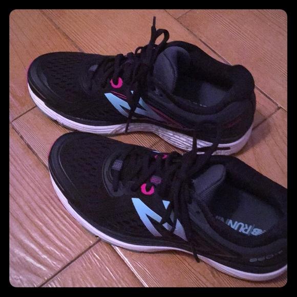 New Balance Shoes | 860v8 Womens Size 9